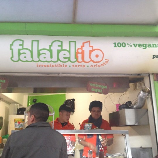 Foto tomada en Falafelito por Alejandra C. el 11/4/2012