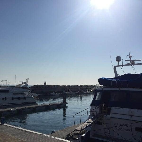 Foto tirada no(a) Porto de Recreio de Oeiras por Cristina Camilo V. em 1/21/2017
