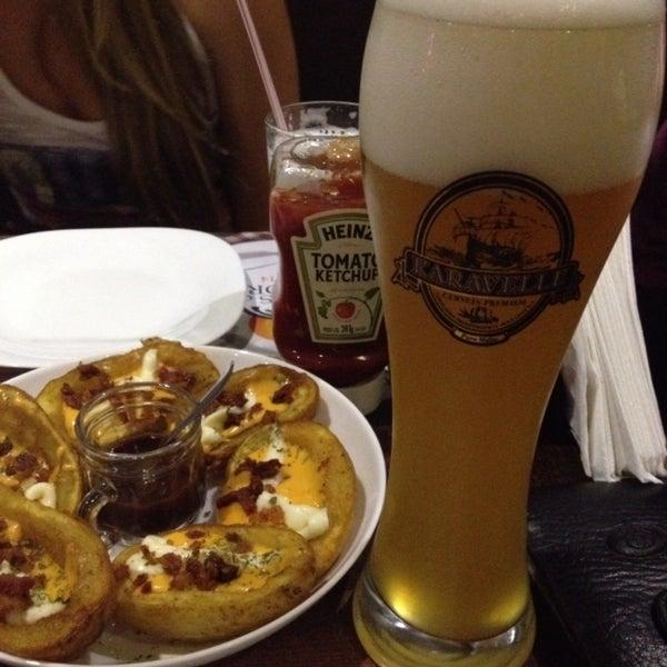 Hambúrguer muito bom, suculento, carta de cervejas bacana. Meio caro.