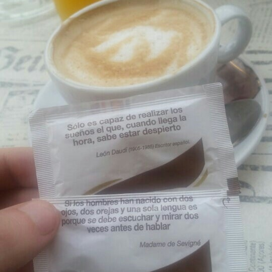 4/14/2015 tarihinde Sean S.ziyaretçi tarafından Café con Libros'de çekilen fotoğraf