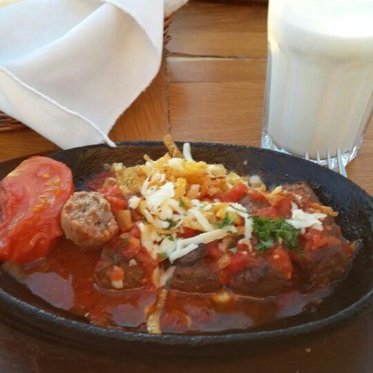 9/15/2013 tarihinde Sevde B.ziyaretçi tarafından Uno Restaurant'de çekilen fotoğraf
