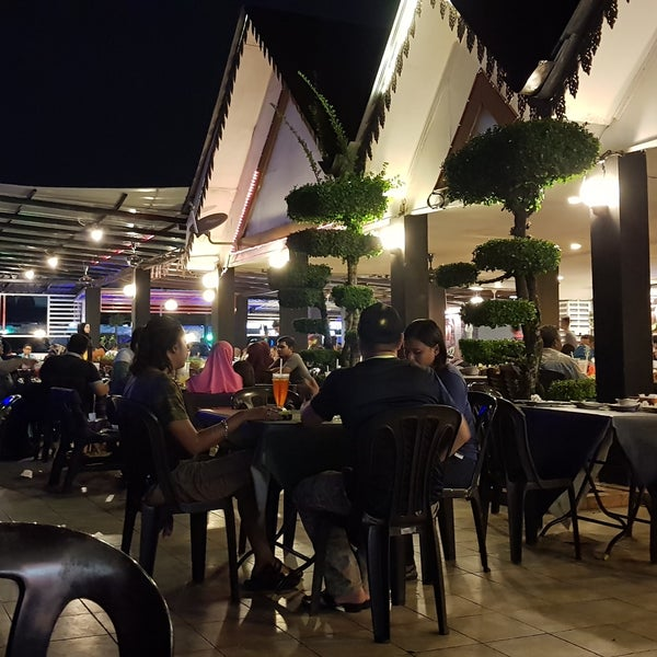 Photo taken at Malee Classic Seafood by Khairul Amir M. on 9/29/2017