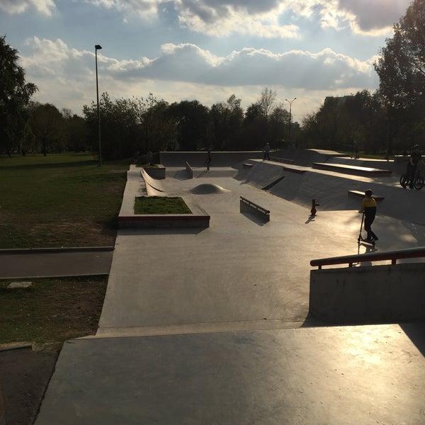 Das Foto wurde bei Скейт-парк «Садовники» von Ivan K. am 10/5/2015 aufgenommen