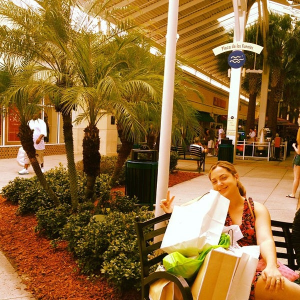 Photo taken at Orlando Vineland Premium Outlets by Brenda A. on 9/24/2012