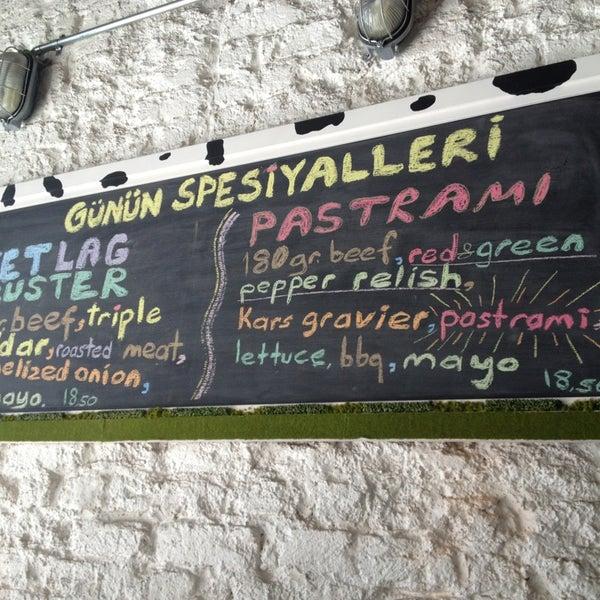 Photo taken at Biber Burger by Alihan Ç. on 5/25/2013