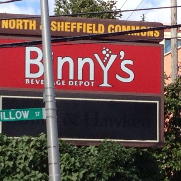 รูปภาพถ่ายที่ Binny's Beverage Depot โดย TC เมื่อ 9/22/2013