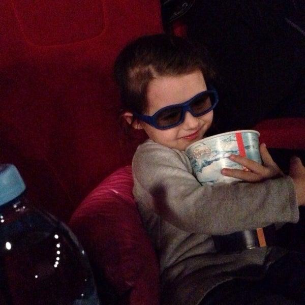 Photo prise au Кинотеатр «Маяк» par Bismark O. le1/8/2014