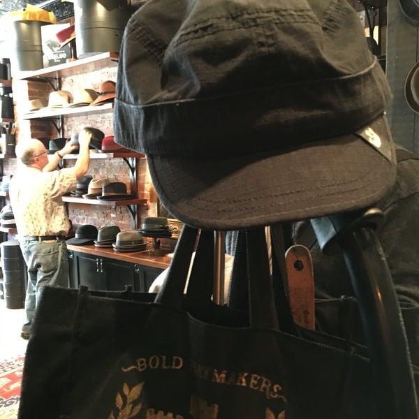 Снимок сделан в Goorin Bros. Hat Shop - West Village пользователем Tom M. 4/17/2016