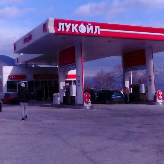 Photo taken at Лукоил (Стража 002) / Lukoil (Straza 002) by Marjan A. on 3/7/2016