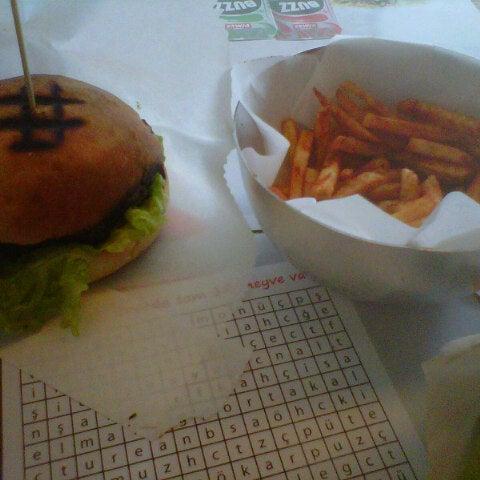 Photo taken at Biber Burger by Jbid u. on 5/30/2013