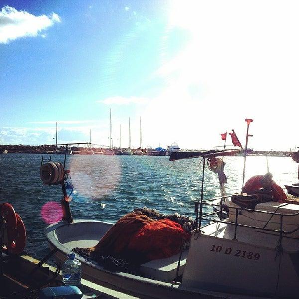 10/18/2013 tarihinde Dilay Ç.ziyaretçi tarafından Küçükkuyu Limanı'de çekilen fotoğraf