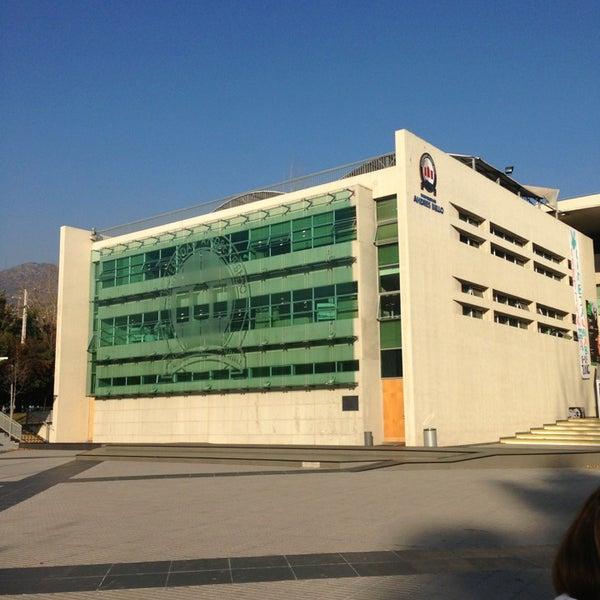 Foto tomada en Universidad Andrés Bello por Matias O. el 6/3/2013