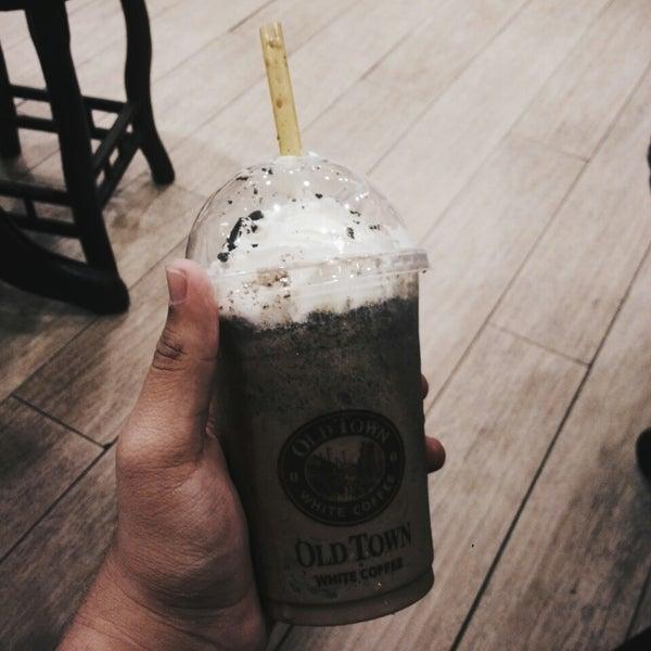 Photo taken at OldTown White Coffee by Nazhif J. on 8/28/2015