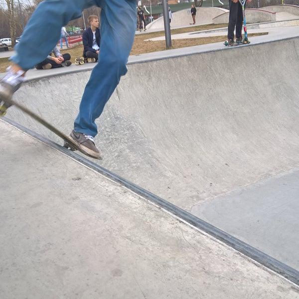 Das Foto wurde bei Скейт-парк «Садовники» von Sasha N. am 4/10/2016 aufgenommen