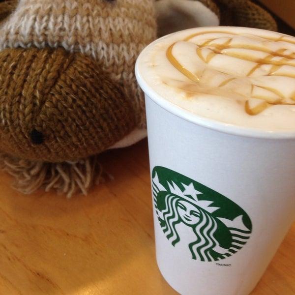 รูปภาพถ่ายที่ Starbucks โดย Zak N. เมื่อ 4/25/2014