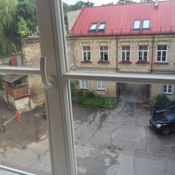 хороший отель, бесплатный wifi,   приятные работники, уютные номера, только один минус - очень шумно по утрам, очень слишно разговоры за стеной, во дворе ( 3 этаж ), хлопонье дверьми...
