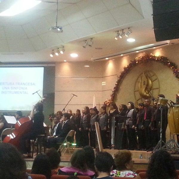 Foto diambil di Casa de Oración Cristiana oleh Indira S. pada 12/19/2014