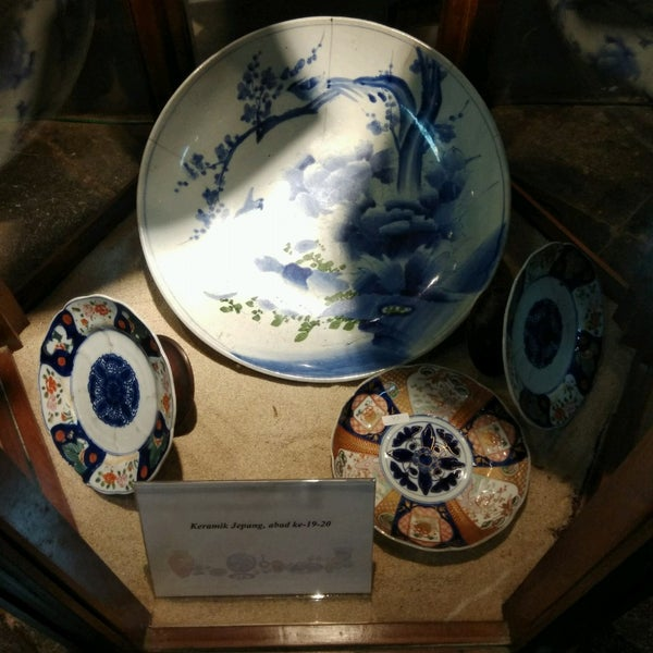 Foto scattata a Museum Seni Rupa dan Keramik da Rizki 'Qky' Fauziah il 3/1/2018