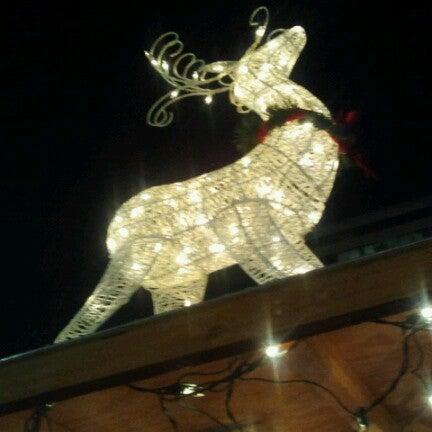 Das Foto wurde bei Christmas Village von Kelly P. am 12/5/2012 aufgenommen
