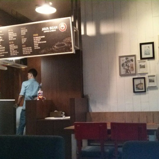 Photo taken at JAVA BEAN Coffee & Resto by Farry A. on 12/21/2014