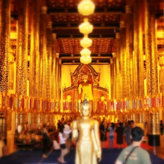 Photo taken at Wat Chedi Luang Varavihara by Piyapong S. on 12/31/2012