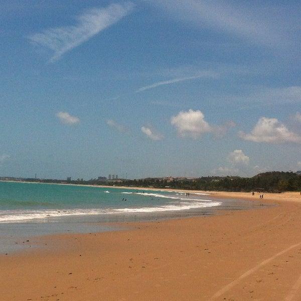 รูปภาพถ่ายที่ Praia de Guaxuma โดย Paula A. เมื่อ 2/14/2013