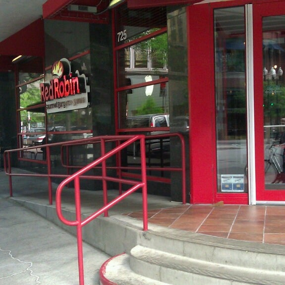 Photo taken at Red Robin Gourmet Burgers by Phill H. on 6/22/2013