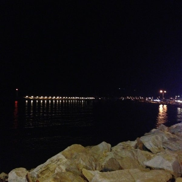 6/29/2013 tarihinde Irem D.ziyaretçi tarafından Küçükkuyu Limanı'de çekilen fotoğraf
