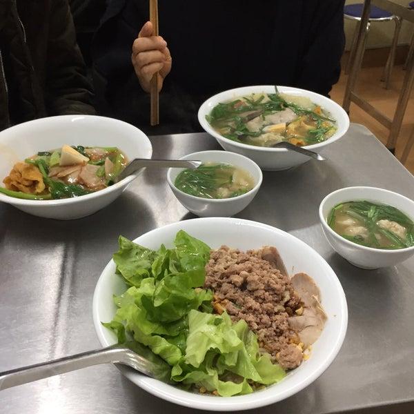 Photo taken at Mì Vằn Thắn Đinh Liệt by Martin S. on 12/28/2017