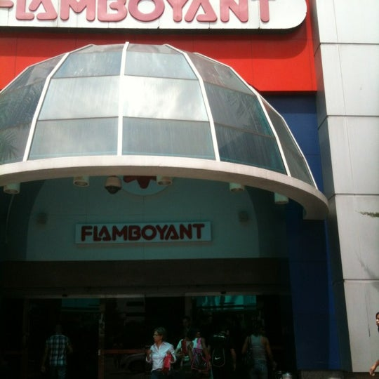 Foto tirada no(a) Flamboyant Shopping Center por Jennison B. em 12/12/2012