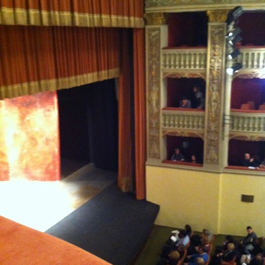 Das Foto wurde bei Teatro Metastasio von carolina L. am 11/17/2012 aufgenommen