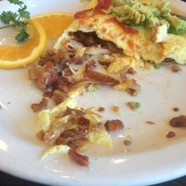 Get here before closing. Ordered the Cal-Omelette. Cheese was not melted, hard left over bacon used. Won't go back, disappointing. #no #excuse #messy #breakfast
