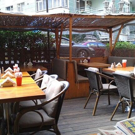10/5/2012 tarihinde Tayfun İ.ziyaretçi tarafından Dodo Cafe & Pub'de çekilen fotoğraf