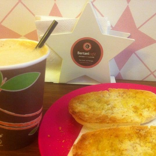 Foto tomada en Bertani Cafe por Raquel P. el 10/8/2012