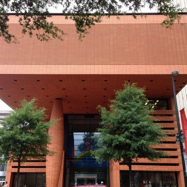 Photo taken at Bechtler Museum of Modern Art by Léo L. on 7/7/2013