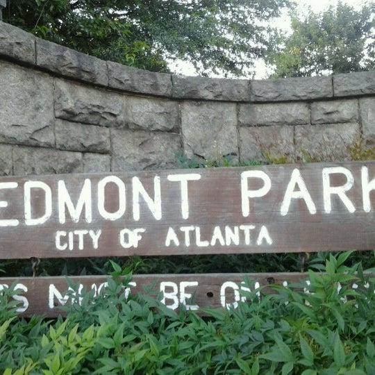 รูปภาพถ่ายที่ Piedmont Park โดย David R. เมื่อ 6/19/2013