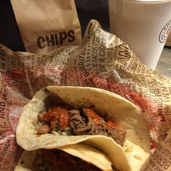 Photo taken at Chipotle Mexican Grill by Jordan B. on 8/7/2014