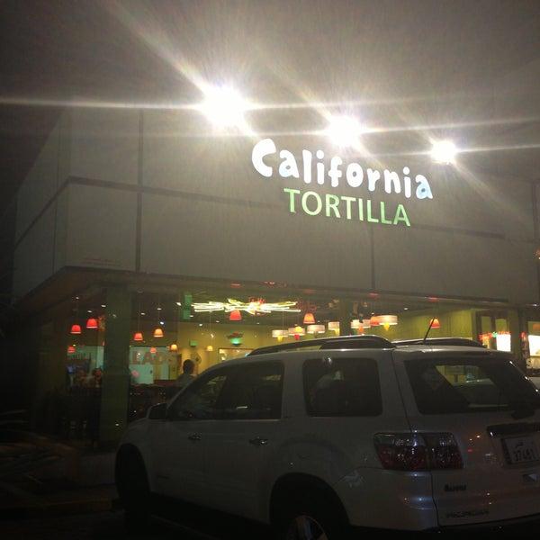 Foto tirada no(a) California Tortilla por Osama H. em 5/21/2013