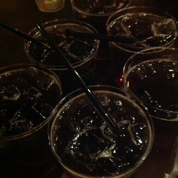 Снимок сделан в Papa's Bar & Grill пользователем Kira U. 5/6/2013