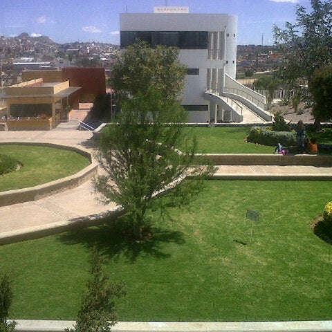 Photo taken at Universidad Autónoma de Durango Campus Zacatecas by Eri R. on 9/25/2012