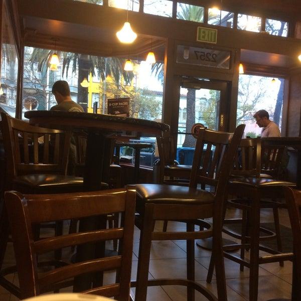 Photo taken at Peet's Coffee & Tea by JP on 9/18/2014