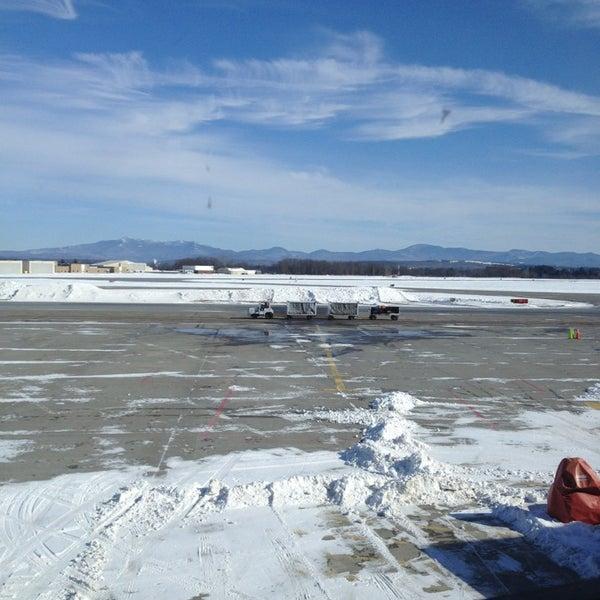 Foto tomada en Burlington International Airport (BTV) por Goodwin M. el 2/10/2013