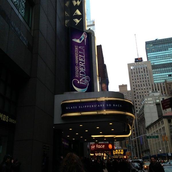 3/21/2013にStephanie F.がBroadway Theatreで撮った写真