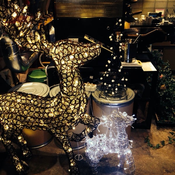 12/7/2013에 살찐고양이 미.님이 Experimental Coffee Bar by SAANG에서 찍은 사진