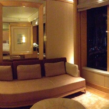 Photo taken at The Ritz-Carlton Millenia Singapore by 살찐고양이 미. on 5/7/2013