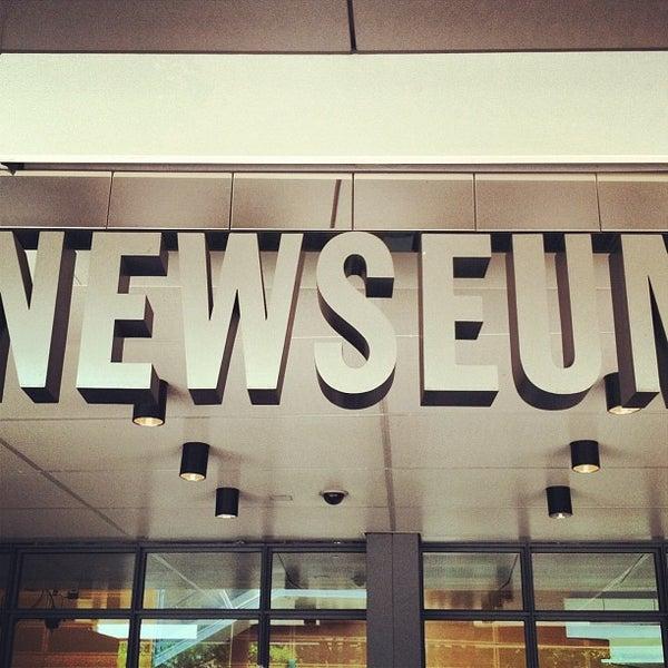 Foto tirada no(a) Newseum por Terry P. em 7/14/2013