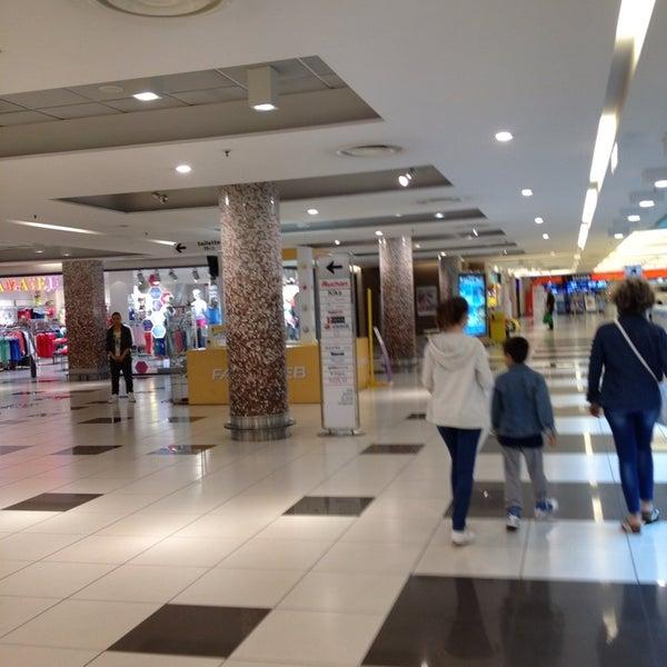 Foto scattata a Centro Commerciale Parco Leonardo da Giulia N. il 6/10/2013
