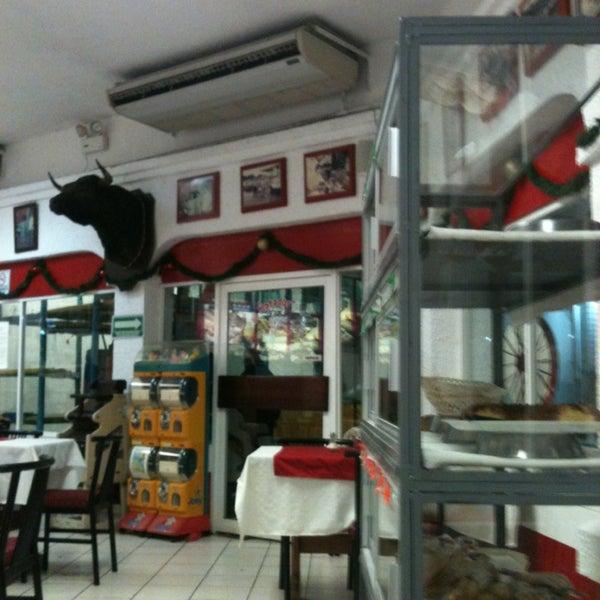 Foto tomada en Restaurante El Matador por Sorty C. el 12/29/2013