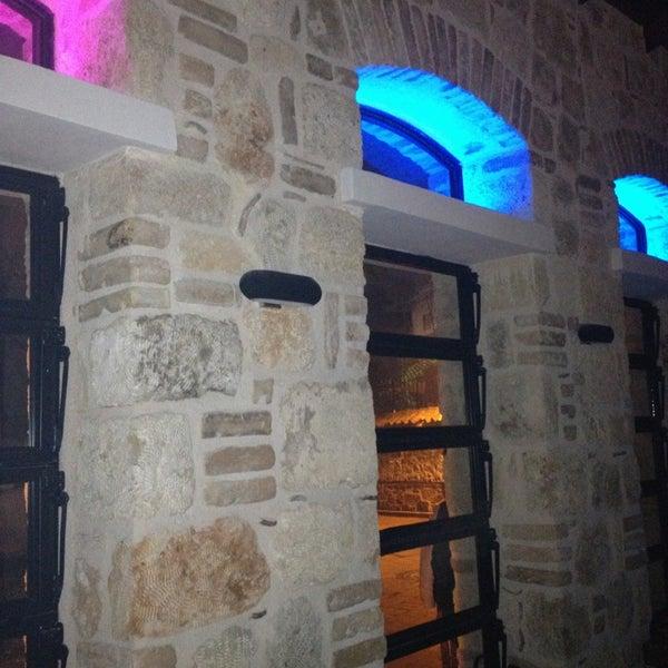 12/28/2012 tarihinde Mehmet K.ziyaretçi tarafından Up Shot Bar'de çekilen fotoğraf