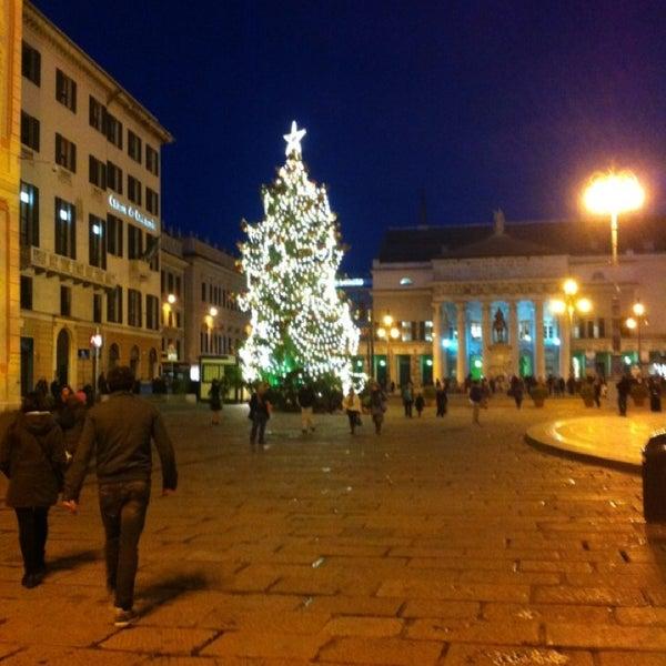 Foto scattata a Piazza de Ferrari da Josef S. il 12/21/2012